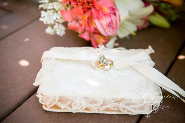 Vintage Wedding Rings Seattle Wedding Beau Lodge Mariah Gentry Photography